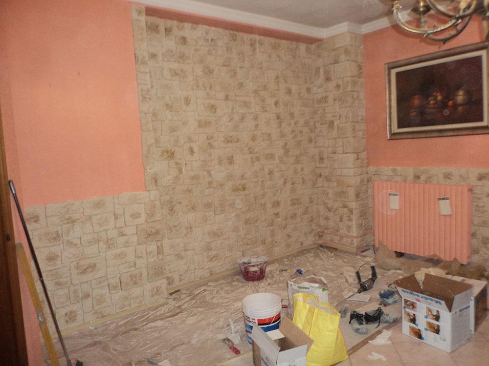 Rivestimento muro in pietra finta for Piastrelle finta pietra